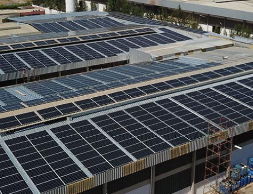 Placas de energia solar no alto do seu galpão? Saiba quais cuidados precisam ser tomados